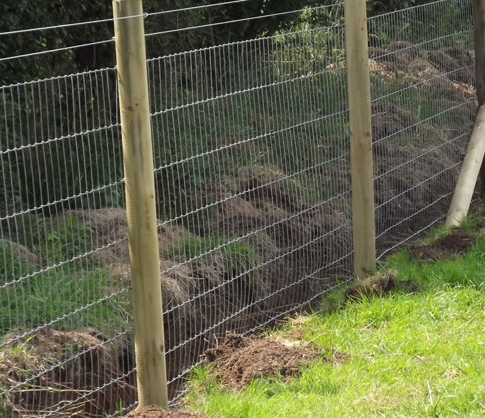 Fence supplies wholesale barbed wire